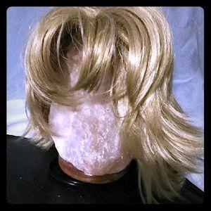 Blonde Wig. Short Hair